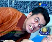 Foto Tristan menggigit Papsky Ganteng-Ganteng Serigala Episode 77