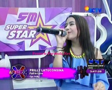 Prilly Latuconsina Lagu Falling In Love